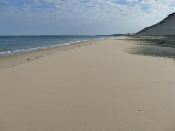 einsamer Strand am französischen Atlantik