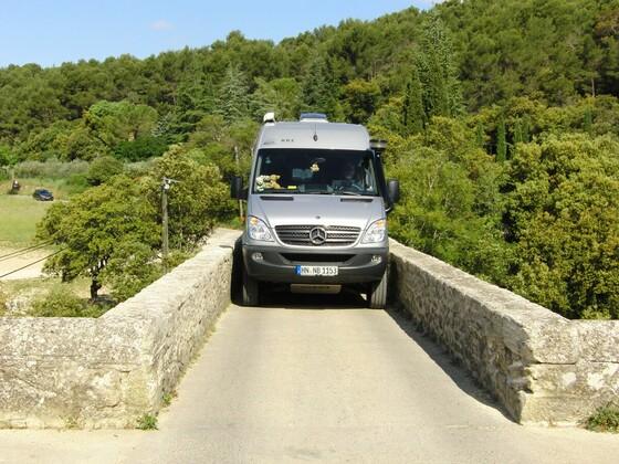 Alte Römerbrücke über die Aigueze - wieder einmal freut es mich, dass der Beachbird nicht so breit ist